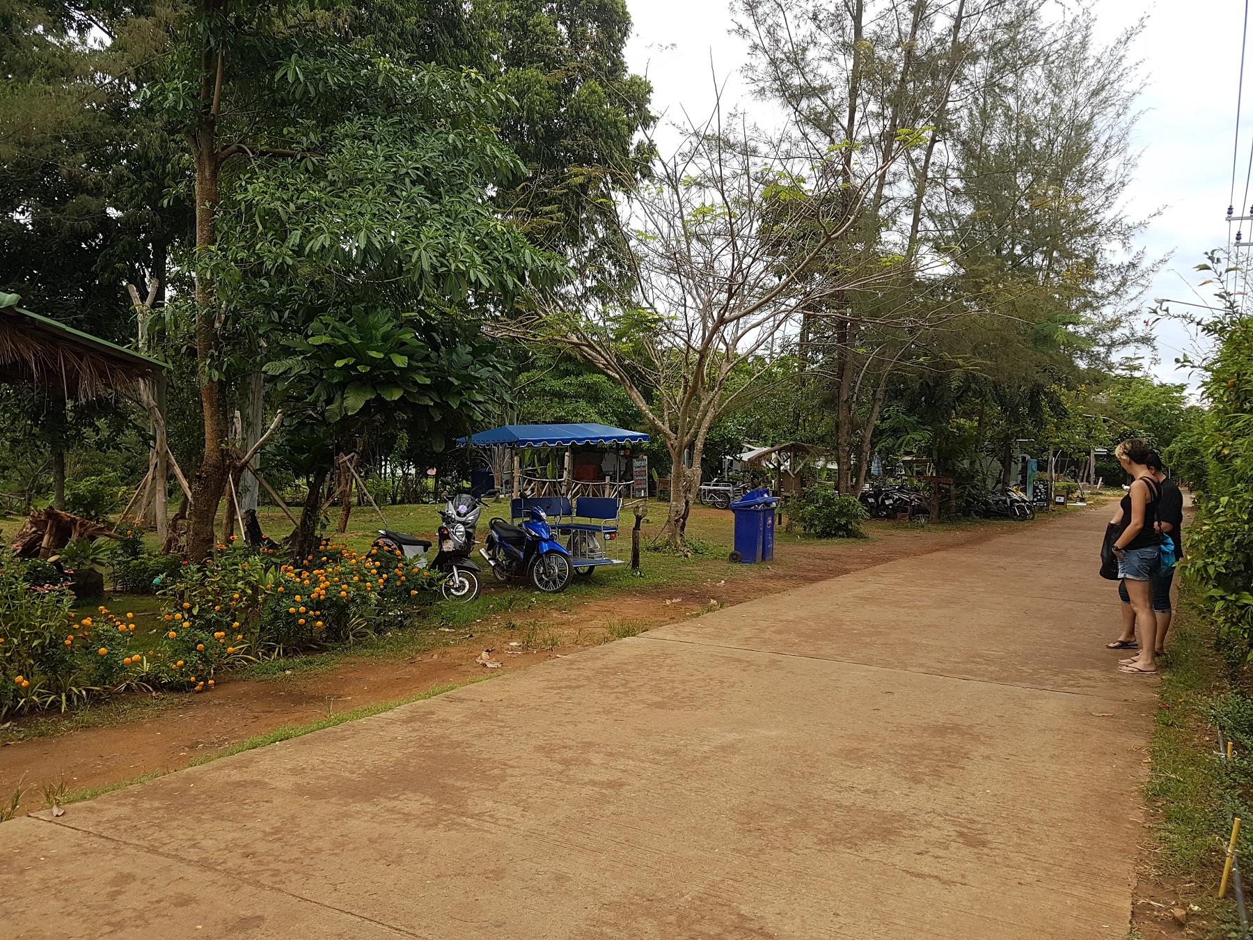 main-road-koh-mak-near-riverside-resort